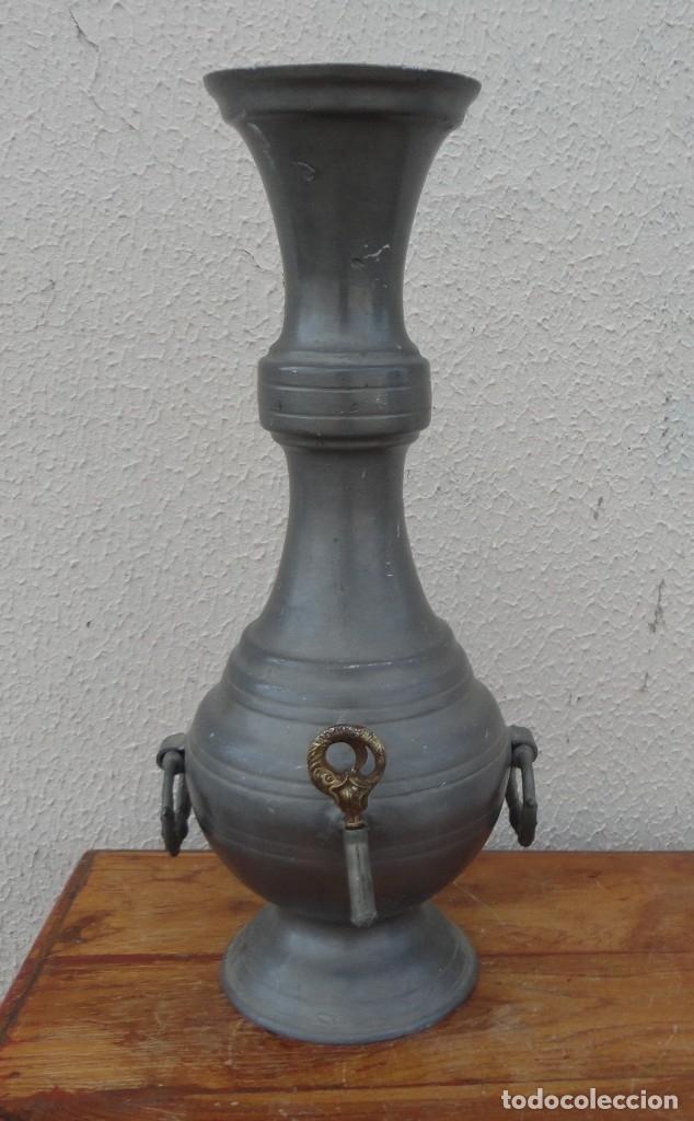 JARRA DE ESTAÑO CON GRIFO SXIX (Antigüedades - Hogar y Decoración - Jarrones Antiguos)