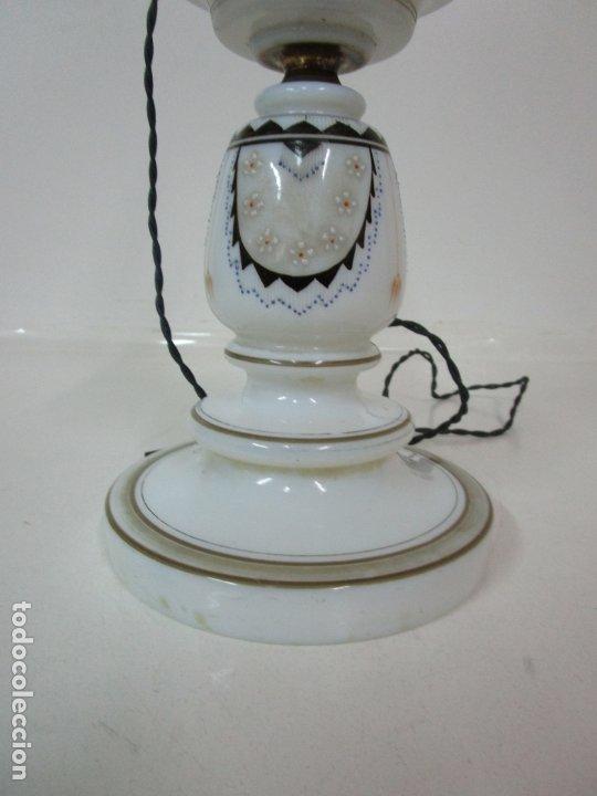 Antigüedades: Preciosa Lámpara Quinqué - Cristal Opalina Blanco - Electrificado - Principios S. XX - Foto 2 - 180989802