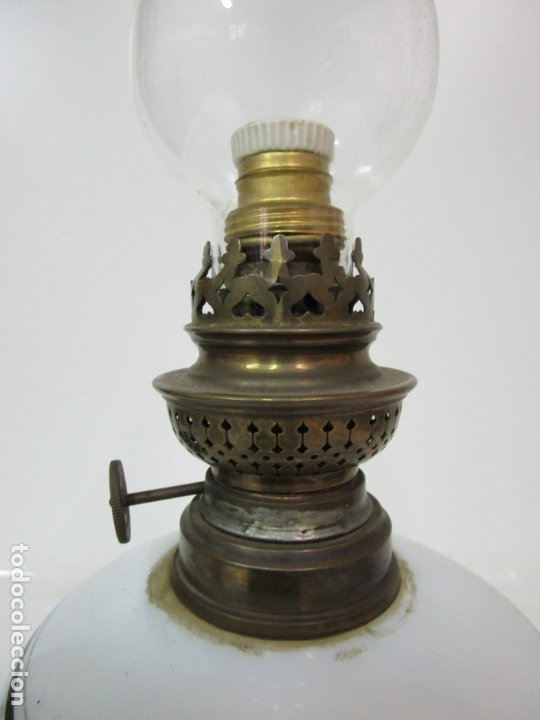 Antigüedades: Preciosa Lámpara Quinqué - Cristal Opalina Blanco - Electrificado - Principios S. XX - Foto 6 - 180989802
