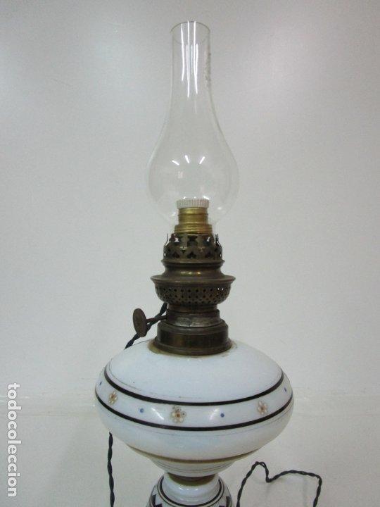 Antigüedades: Preciosa Lámpara Quinqué - Cristal Opalina Blanco - Electrificado - Principios S. XX - Foto 8 - 180989802