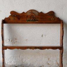 Antigüedades: REPISA PLATERA EN MADERA PINTADA A MANO. Lote 180990616