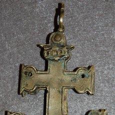 Antigüedades: CRUZ DE CARAVACA DE BRONCE DEL SIGLO XVIII. Lote 180998312