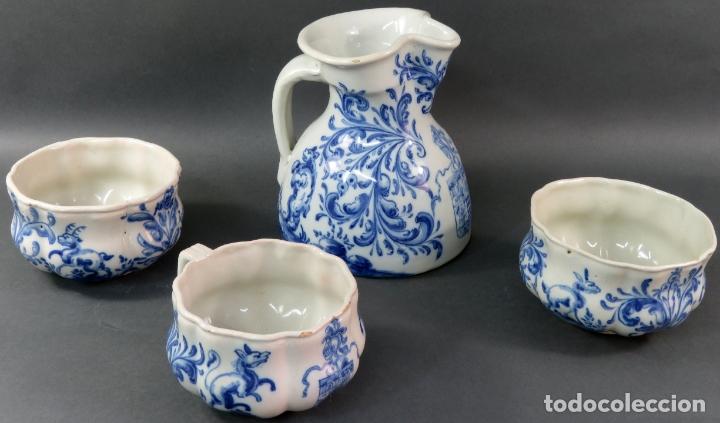 Antigüedades: Jarra con dos cuencos y un tazón en cerámica blanca y azul Talavera Ruiz de Luna ppos s xx - Foto 2 - 181008417