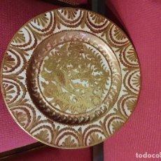 Antigüedades: PLATO PORCELANA EN REFLEJOS METALICOS. Lote 181035096