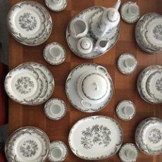 Antigüedades: VAJILLA DE PORCELANA SELLADA SANTA CLARA 83 PIEZAS. Lote 181108080