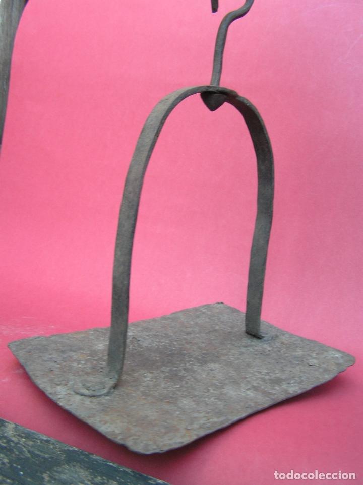 Antigüedades: TEDERO de hierro forjado del siglo XVIII O XIX. - Foto 5 - 181115480