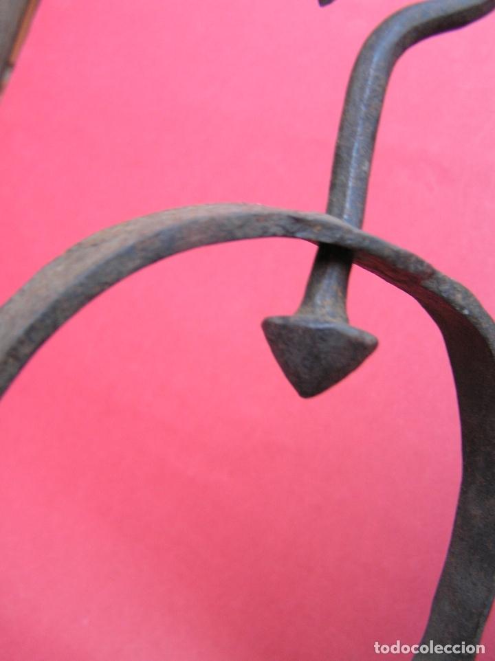 Antigüedades: TEDERO de hierro forjado del siglo XVIII O XIX. - Foto 6 - 181115480