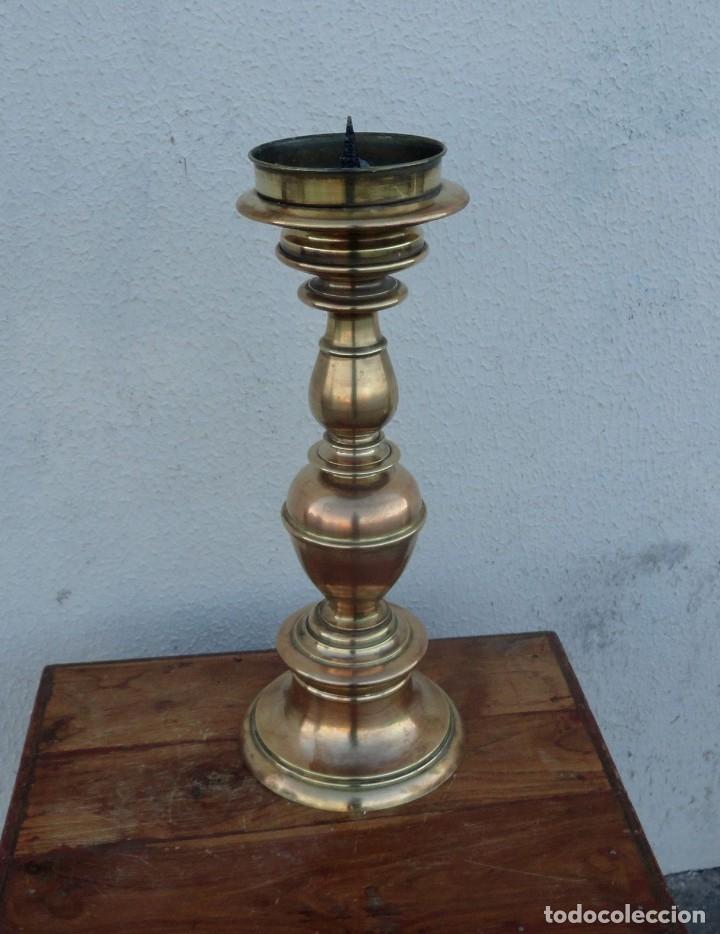 Antigüedades: Pareja de candelabros antiguos de bronce - Foto 5 - 166934628