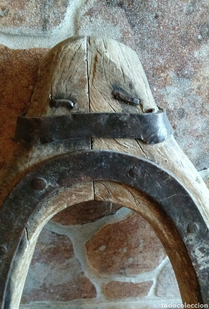 Antigüedades: Antiguo yugo de madera y hierro - Foto 2 - 196955206