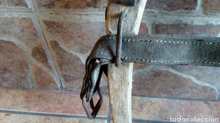 Antigüedades: Antiguo yugo de madera y hierro - Foto 3 - 196955206