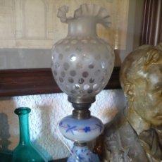 Antigüedades: QUINQUÉ DE OPALINA PINTADO AL FUEGO DEL S. XIX ELECTRIFICADO DE SOBREMESA. 1. Lote 210625338
