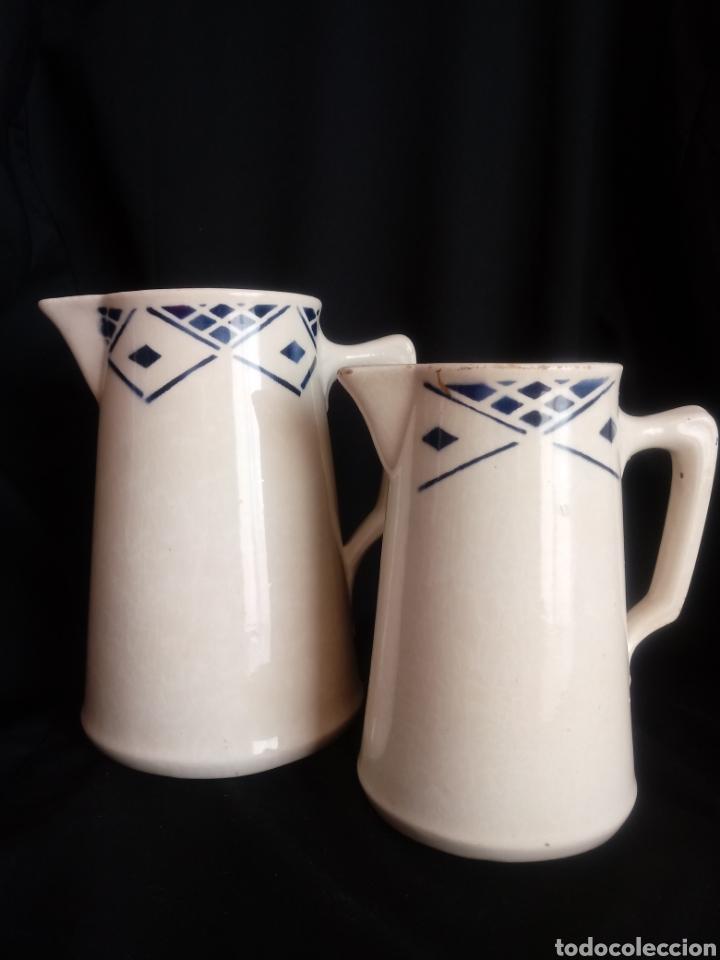 PAREJA DE JARRAS LECHERAS DE CERÁMICA VIDRIADA (Antigüedades - Porcelanas y Cerámicas - Otras)