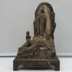 Antigüedades: BELLA CAPILLA ANTIGUA FRANCESA MUSICAL DE LA VIRGEN DE LOURDES EN METAL BAÑADA EN PLATA DE LEY. . Lote 181202102