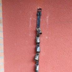 Antigüedades: COLLAR CON 9 CENCERROS ANTIGUOS .. Lote 181324718
