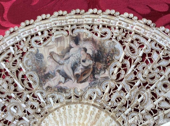 Antigüedades: Antiguo Abanico en Hueso decorado a mano S XIX -Escena Romántica - Firmado M. Esteve - Foto 2 - 181341432