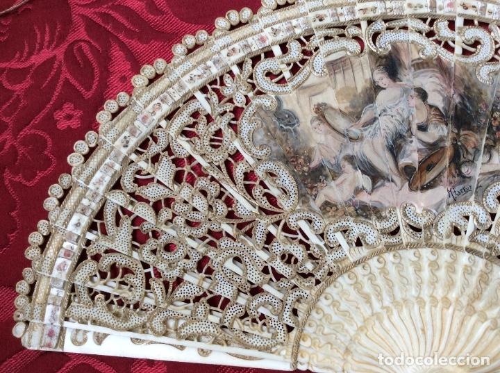 Antigüedades: Antiguo Abanico en Hueso decorado a mano S XIX -Escena Romántica - Firmado M. Esteve - Foto 3 - 181341432