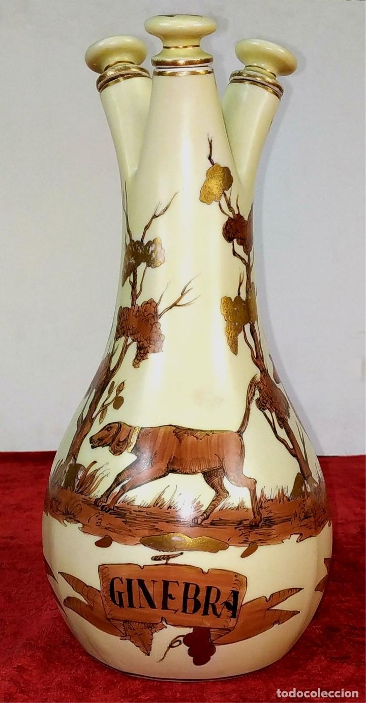 BOTELLA TRIPLE PARA LICORES. PORCELANA ESMALTADA. MARCAS DE SUREDA EN LA BASE. ESPAÑA. CIRCA 1950 (Antigüedades - Porcelanas y Cerámicas - Alcora)