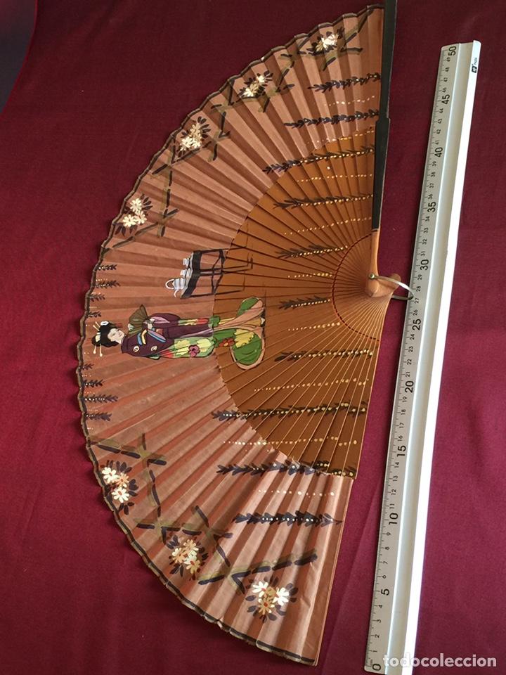Antigüedades: Precioso gran abanico antiguo Japón China pintado a mano - Foto 3 - 181357875