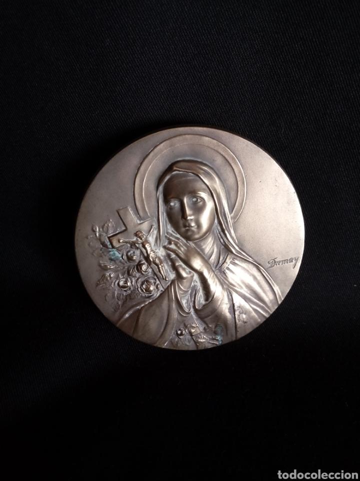 Antigüedades: Relieve de Santa Teresa en latón repujado procedente de aguabenditera - Foto 2 - 181390850