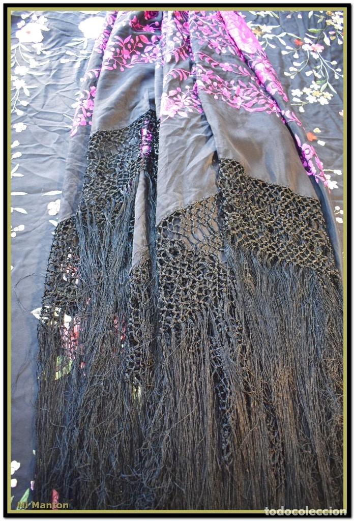 Antigüedades: Mi Mantón. Mantón de Manila, seda bordada a mano negro y rosa fucsia - Foto 8 - 181392522