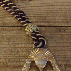 Antigüedades: SEMANA SANTA DE HUEVAR, MEDALLA CON CORDON HERMANDAD DEL GRAN PODER, DORADA. Lote 181445920