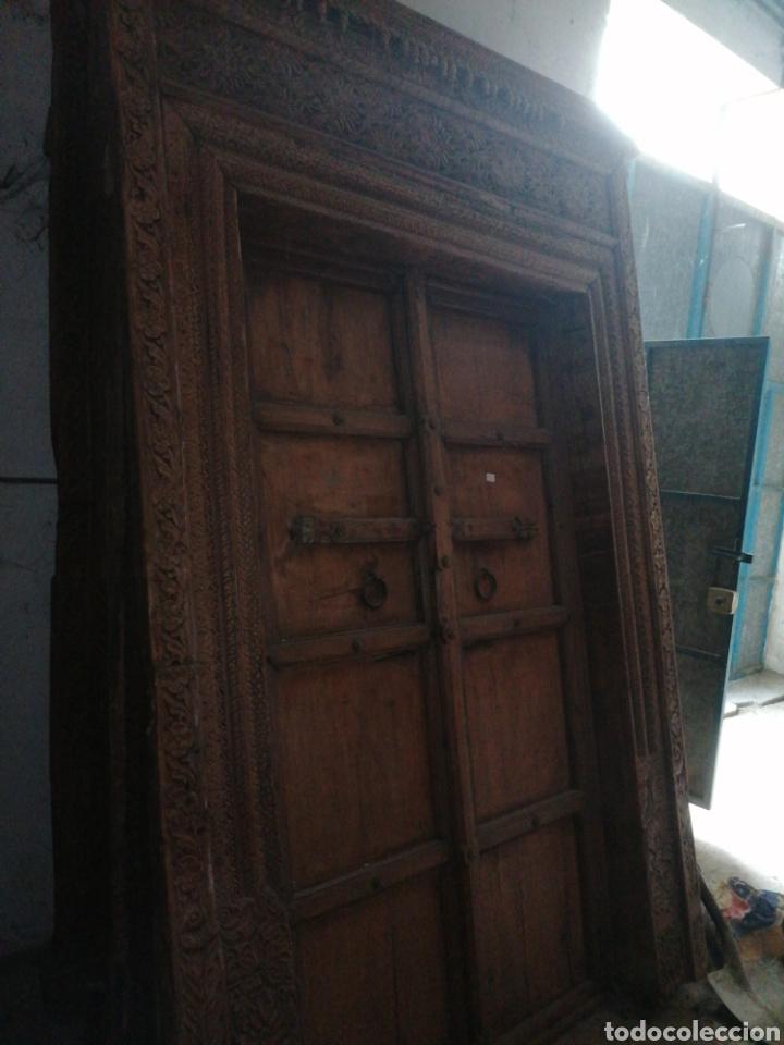 Antigüedades: Puerta India original de teka en buen estado con señales de uso normales - Foto 2 - 181446137