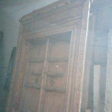 Antigüedades: PUERTA INDIA ORIGINAL DE TEKA EN BUEN ESTADO CON SEÑALES DE USO NORMALES. Lote 181446137