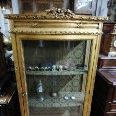 Antigüedades: VITRINA CURVA PAN DE ORO. Lote 181447533