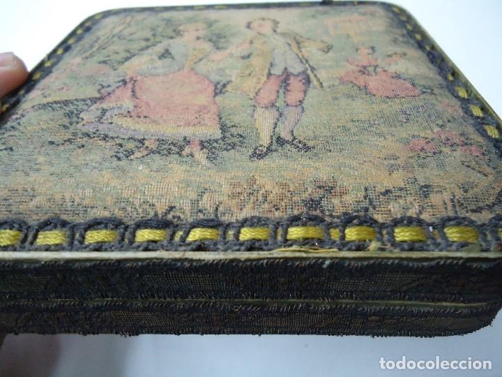 Antigüedades: caja decorada con tapiz años 50 mide 14x14x3,5cm. bien conservada preciosa curiosidad ver fotos - Foto 3 - 181498638