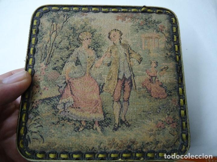 Antigüedades: caja decorada con tapiz años 50 mide 14x14x3,5cm. bien conservada preciosa curiosidad ver fotos - Foto 4 - 181498638