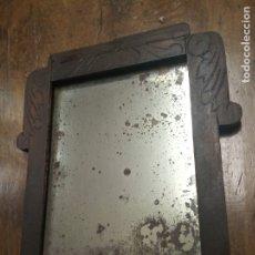 Antigüedades: ANTIGUO ESPEJO CON MARCO DE MADERA. MUY ENVEJECIDO POR EL PASO DEL TIEMPO. 45 X 39 CM. SIGLO XIX. Lote 181504468