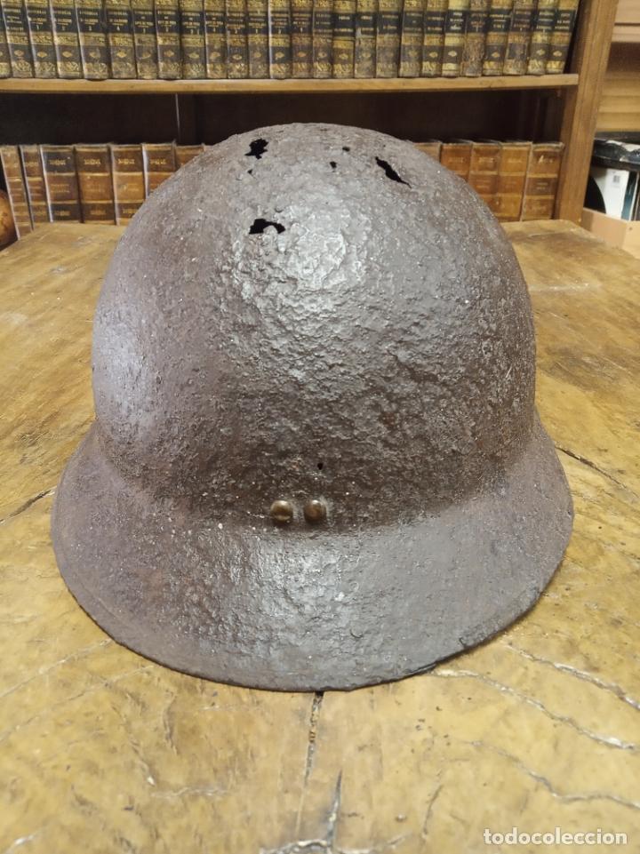 Antigüedades: Muy antiguo casco militar. Posiblemente Italiano. Guerra civil Española. 31 x 22 x 15 cm. de alto. - Foto 4 - 211258550