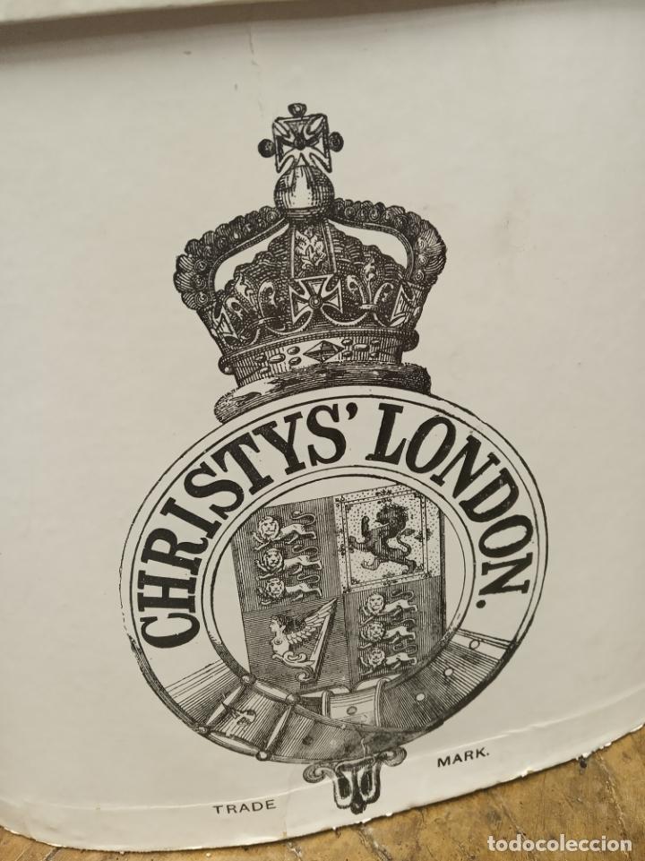 Antigüedades: Bonita e interesante caja de sombrero de copa de la prestigiosa casa inglesa Christys London. - Foto 2 - 181512518
