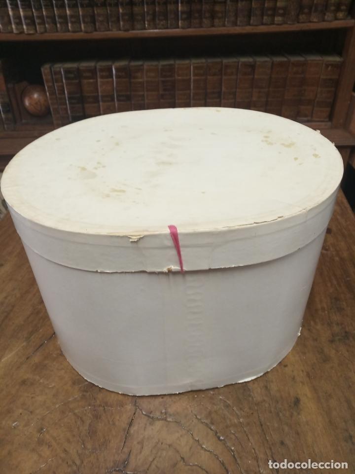 Antigüedades: Bonita e interesante caja de sombrero de copa de la prestigiosa casa inglesa Christys London. - Foto 6 - 181512518