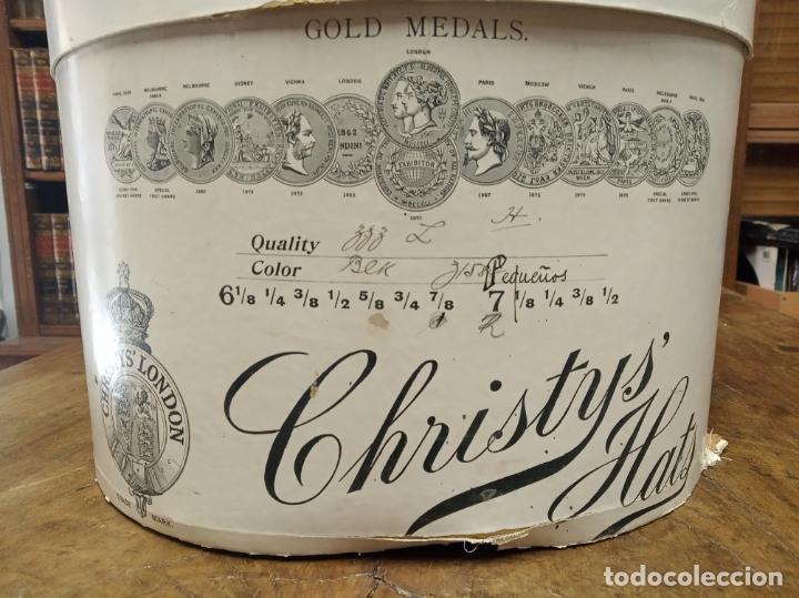 Antigüedades: Bonita e interesante caja de sombrero de copa de la prestigiosa casa inglesa Christys London. - Foto 2 - 181512987