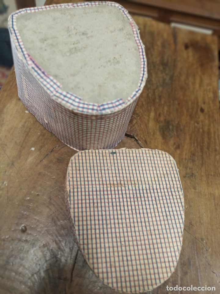 Antigüedades: Bonita y antigua caja de sombrero o gorro de señora. Siglo XIX. 20 x 30 x 27 cm. - Foto 3 - 181522907