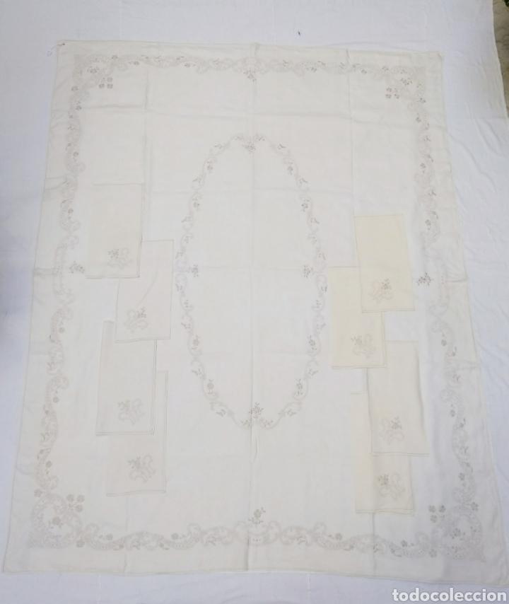 Antigüedades: Mantel de hilo reversible con 8 servilletas bordado a mano (172 x 220 cm) - Foto 3 - 181560396