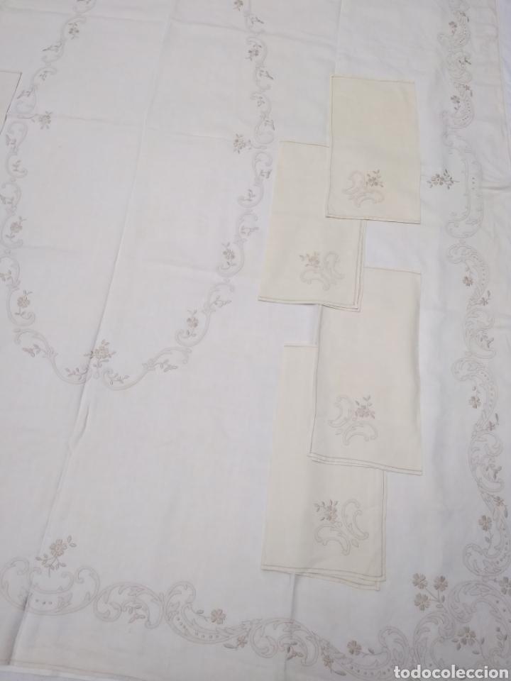 Antigüedades: Mantel de hilo reversible con 8 servilletas bordado a mano (172 x 220 cm) - Foto 8 - 181560396