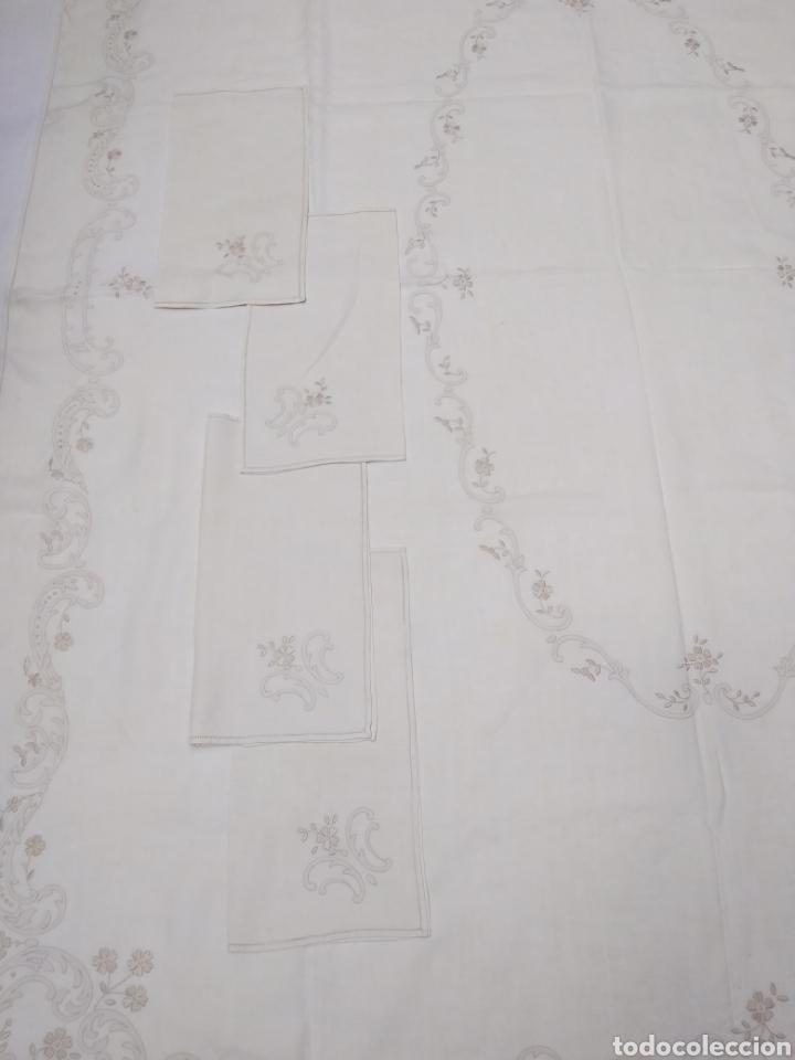 Antigüedades: Mantel de hilo reversible con 8 servilletas bordado a mano (172 x 220 cm) - Foto 9 - 181560396