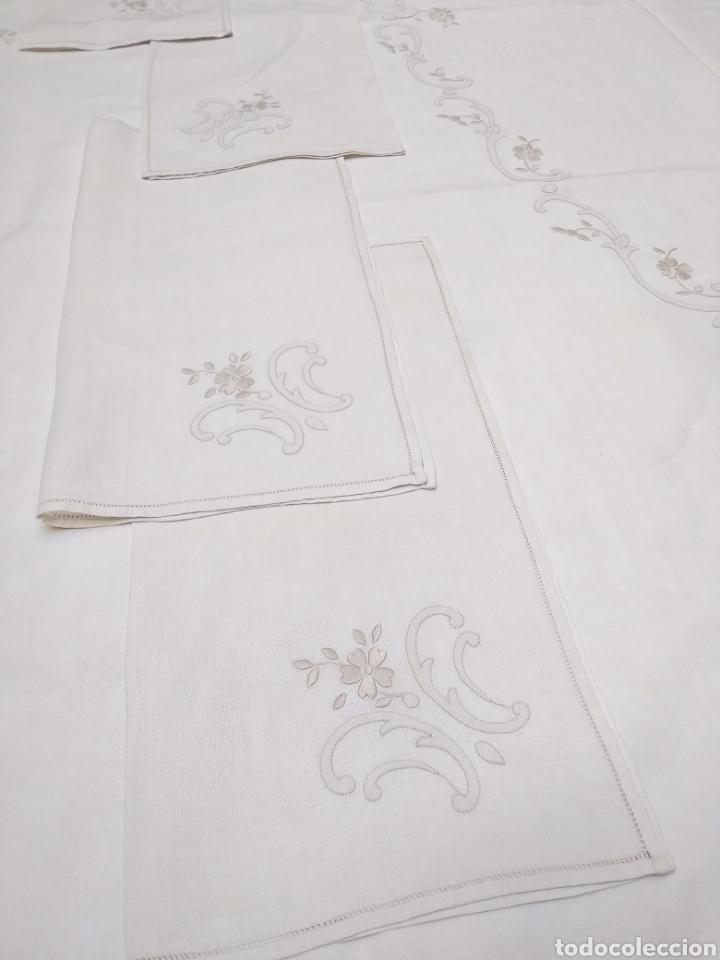 Antigüedades: Mantel de hilo reversible con 8 servilletas bordado a mano (172 x 220 cm) - Foto 2 - 181560396
