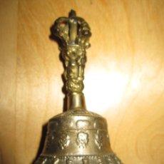 Antigüedades: ANTIGUA CAMPANA DE MANO TÍBET CEREMONIAL BUDISTA BRONCE S. XIX. Lote 181583915
