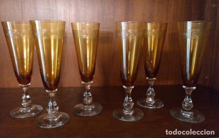 JUEGO DE 6 COPAS ANTIGUAS DE CAVA O CHAMPAGNE EN CRISTAL CON RELIEVE EN COLOR AMBAR (Antigüedades - Cristal y Vidrio - Otros)