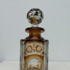 Antigüedades: BOTELLA DE CRISTAL DE BOHEMIA. Lote 181590348