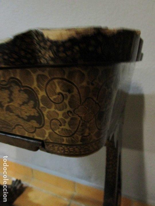 Antigüedades: Precioso Costurero - Madera Lacada y Dorada con Chinoiseries - Interior en Marfil y Espejo -S. XVIII - Foto 13 - 181594771