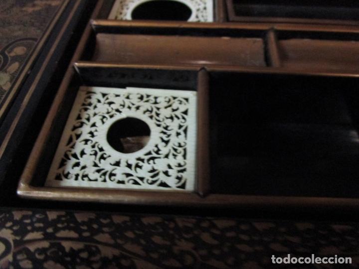 Antigüedades: Precioso Costurero - Madera Lacada y Dorada con Chinoiseries - Interior en Marfil y Espejo -S. XVIII - Foto 24 - 181594771