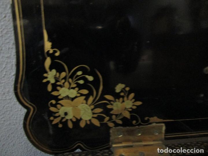 Antigüedades: Precioso Costurero - Madera Lacada y Dorada con Chinoiseries - Interior en Marfil y Espejo -S. XVIII - Foto 36 - 181594771