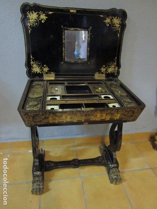PRECIOSO COSTURERO - MADERA LACADA Y DORADA CON CHINOISERIES - INTERIOR EN MARFIL Y ESPEJO -S. XVIII (Antigüedades - Muebles Antiguos - Auxiliares Antiguos)