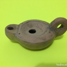 Antigüedades: PEQUEÑO PORTAVELAS DE BARRO. Lote 181596311