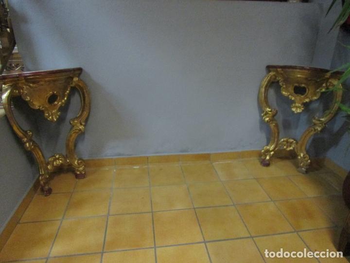 PAREJA DE CONSOLAS RINCONERAS BARROCAS - CARLOS III - MADERA TALLADA Y DORADA EN PAN DE ORO S. XVIII (Antigüedades - Muebles Antiguos - Consolas Antiguas)