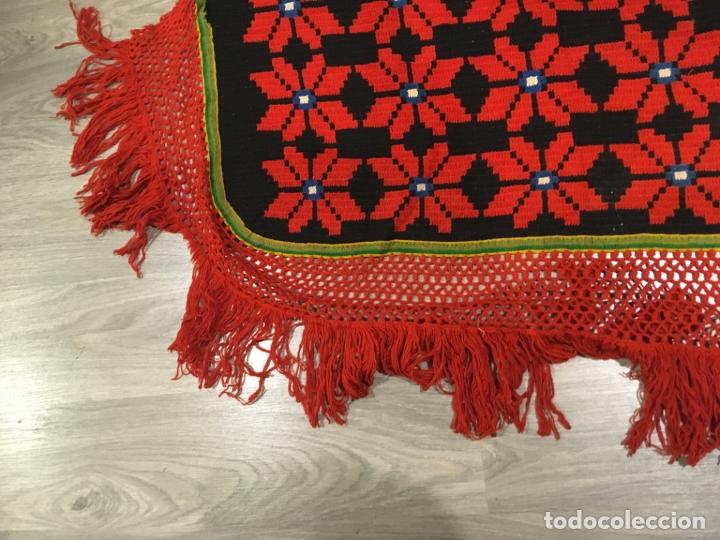 Antigüedades: Cobertor de lana para tarima o bancamanchega y dos piezas para hacer cojines, fotos - Foto 4 - 181599517